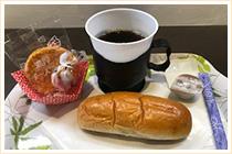 100円(コーヒーとパン、お菓子)